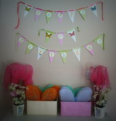 cute wings and nets as favors