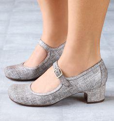 Chie Mihara shoes, sandals, blocs and boots. Buy now original, feminine footwear. Designer shoes of maximum comfort! Pretty Shoes, Beautiful Shoes, Cute Shoes, Me Too Shoes, Sock Shoes, Shoe Boots, Women's Shoes, Cinderella Shoes, Shoe Wardrobe