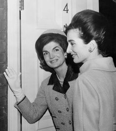 Mrs. Jacqueline Kennedy with her sister Princess Lee Radziwill in London in 1962.