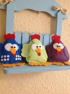 Enfeite de porta galinha pintadinha.  Faço em outras cores e modelos e acrescento o nome da criança. R$ 38,00