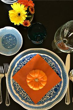 Q Squared Table Setting   ReluctantEntertainer.com