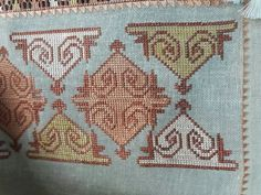 Hesap işi Hardanger Embroidery, Cross Stitch Embroidery, Embroidery Patterns, Native American Beading, Bargello, Beaded Jewelry, Bohemian Rug, Diy And Crafts, Projects To Try