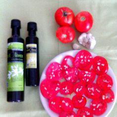 #Ensalada de #tomates , #ajo y #aceite de #oliva de #primera #presión en #frío. @aceitolivex. Como siempre #natural y #ecológica. #Extremadura #sabor de #nuestra #tierra
