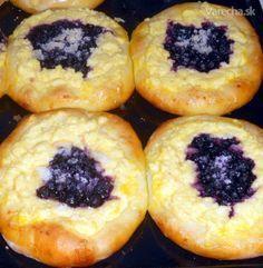 Tvarohové koláče s čučoriedkami (fotorecept) Doughnut, Sushi, Muffin, Food And Drink, Breakfast, Ethnic Recipes, Crochet Bib, Nova, Hampers