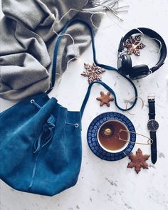 Celebrate time by giving your loved one an exclusive gift set this holiday season. Free shipping, returns and gift wrapping when you order directly from danielwellington.com! (Photo via IG: deer.home)