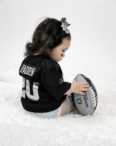 Oakland Raiders CUTEST fan! This would make my man happy one day :)