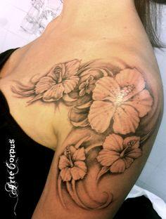 tatouage hibiscus Arte Corpus Arte Corpus