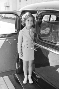 Child actress Shirley Temple arriving at Century Fox film studio lot to celebrate her eighth birthday. Location: Hollywood, CA, US Date taken: 1936 Photographer: Alfred Eisensta Child Actresses, Actors & Actresses, Child Actors, Female Actresses, Tv Actors, Vintage Hollywood, Classic Hollywood, Temple Movie, Shirly Temple