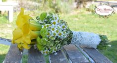 Orit Hertz - floral Design School www.oh-flowers.com Floral Design School, School Design, Hand Tied Bouquet, Bouquets, Fruit, Flowers, Bouquet, Bouquet Of Flowers, Royal Icing Flowers