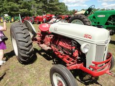 Huge Antique Tractor Show Videos Antique Tractors, Vintage Tractors, 8n Ford Tractor, Old Fords, Old Trucks, Vehicles, Draw, Country, Country Life