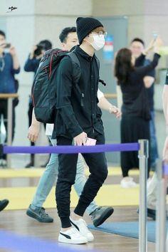 jungkook airport fashion Park Jimin has always had a crush on Min Ji-hye, until he dares her s Jimin Airport Fashion, Bts Airport, Airport Style, Jungkook Style, Bts Jungkook, Taehyung, Korean Fashion Men, Kpop Fashion, Mens Fashion