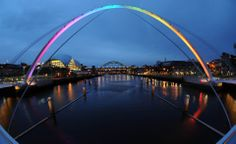 Amazing use of lighting at Gateshead Millennium Bridge!