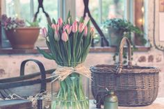 The Danish trend of Hygge is not just for cozy fall and winter decor. Here are some easy tips for creating a summer Hygge home. Summer Hygge, Vase Transparent, Photo Deco, Hygge Life, Mode Blog, Deco Floral, Pink Tulips, White Tulips, Odense