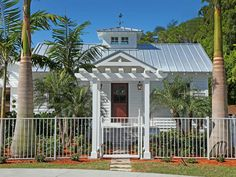 Update addition tin roof, add pergola, extend entry etc. Old Florida stye beach cottage with a tin roof Beach Cottage Exterior, Beach Cottage Style, Beach Cottage Decor, Cozy Cottage, Coastal Cottage, Coastal Homes, Coastal Style, Coastal Living, Modern Coastal