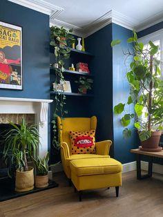 Living Room Update, Home And Living, Living Room Decor, Room Colors, House Colors, Painted Bookshelves, European Home Decor, Deco Design, Hallway Ideas Entrance Narrow