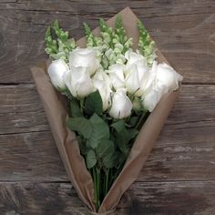 White roses with white snapdragons//