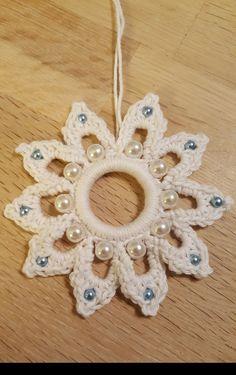 Best 9 Christmas tree make us – SkillOfKing. Crochet Snowflake Pattern, Christmas Crochet Patterns, Crochet Snowflakes, Crochet Flower Patterns, Bead Crochet, Crochet Crafts, Crochet Flowers, Crochet Earrings, Crochet Ideas
