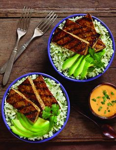 This would be good with regular rice made with coconut milk and garlic. Also parsley instead of cilantro because ew. Balsamic Grilled Tofu with Cilantro Cauliflower Rice and Sriracha Mayo (Dairy-Free, Gluten-Free, Vegan Recipe) Grilled Tofu Recipes, Cauliflower Recipes, Grilling Recipes, Cooking Recipes, Cauliflower Rice, Cauli Rice, Vegan Grilling, Vegan Vegetarian, Vegetarian Recipes