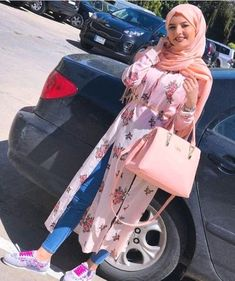 Open dress with jeans hijab style Islamic Fashion, Muslim Fashion, Hijab Fashion, Fashion Outfits, Mode Turban, Hijab Style Tutorial, Egypt Fashion, Open Dress, Modele Hijab