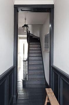 Astonishing Useful Tips: Wainscoting Entryway Window wainscoting living room board and batten.Stained Wainscoting Entry Ways wainscoting exterior interiors.Wainscoting Living Room Entry Ways. Wainscoting Stairs, Wainscoting Bathroom, Wainscoting Ideas, Black Wainscoting, Painted Wainscoting, Wainscoting Height, Painted Staircases, Dark Trim, Grey Trim