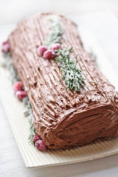 Easy Yule Log using cake mix - Celebrate the Chrstimas season with this classic dessert. It's easier than you think to make your own tasty yule log. Find out a little about the history of the yule log and get my easy recipes. Yule Log Recipe Using Cake Mix, Christmas Desserts, Christmas Baking, Fun Desserts, French Desserts, Christmas Cakes, Christmas Potluck, Dessert For Christmas Dinner, Pie Cake