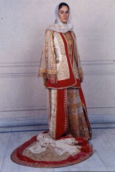 Queen Olga of Greece court dress inspired by the Attica bridal dress. It has an added long train when worn in court. Spanish Costume, Mexican Costume, Folk Costume, Greek Costumes, Greek Traditional Dress, Empire Ottoman, Court Dresses, Greek Culture, Bridal Dresses