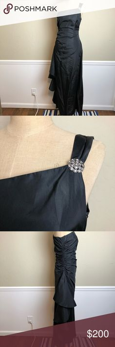 LAUNDRY side ruffle one shoulder taffeta gown Gorgeous show stopper gown! Taffeta. Ruched bustline. Full length. Amazing draped ruffle down one side. Beautiful faux gems on the strap. Fully lined Laundry By Shelli Segal Dresses Prom