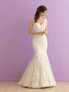 <strong class='info-row'>Allure Bridals</strong> <div class='info-row description'>Style 2913   This lace gown features a gently scooped back and chapel length train.</div> <div class='row info-row text-center'> <div class='col-xs-6 col-xs-offset-3'> <a class='image-caption-view-website' href='http://www.allurebridals.com/products/2913' rel='nofollow' target='_blank'> <div class='view-website'>View Website</div> </a> </div> </div>