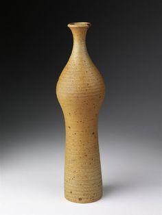 Bottle vase by Kyllikki Salmenhaara, Kyllikki / Arabia, 1954 Bottle Vase, Bottles, The V&a, Victoria And Albert Museum, Ceramic Artists, Vintage Ceramic, Ceramic Pottery, Vintage Designs, Metal Working