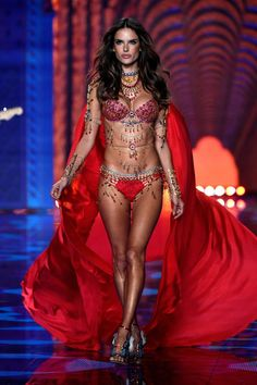Alessandra Ambrosio at 2014 Victoria's Secret Fashion Show. #alessandraambrosio