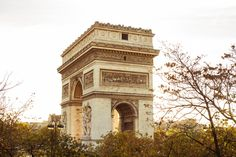 J.Crew à Paris To celebrate our upcoming arrival in Paris (our first-ever stores there open next year): a party with meringues, stripes, Jenna, a preview of our spring 2015 collection and a killer view of the Arc de Triomphe. See more here.