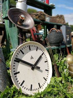 Covering a 2500 grassy area dotted with 11 large marquees set in a circle, Broc-ant-stock feature a truly exciting selection of items, as one can find in a French flea market worthy of its name Antique Fairs, Antique Items, Flea Markets, Ants, Clock, Good Things, France, Marketing, Canning