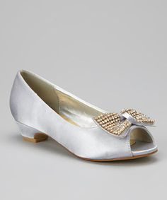 Trendsetting toes are guaranteed with these classic flats. Satin fabric, a timeless silhouette and a bow embellishment ensure they pair as prettily with party dresses as denim.