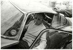 Richard Burton emerges from a Jaguar E-Type 1974.
