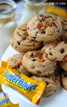 Butterfinger Cookies.... Looks scrumptious and I so happen to have all of it... Guess I'm going to have to whip up a batch!