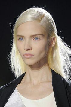 van noten coiffure fashion week printemps été 2014 paris - EN IMAGES. 25 coiffures aperçues à la Fashion Week de Paris - L'EXPRESS