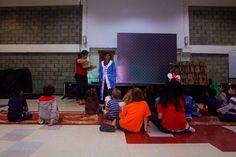 —¿Quién creen ustedes que nos podrá ayudar? —Los niños responden a coro: —¡Dios! #Díadelniño #DiosEsVisible #SeanComoNiños