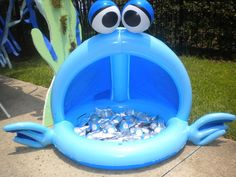 keep drinks cold in a blow up covered pool - what a great idea!! http://catchmyparty.com/photos/273543