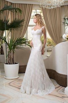 1c1096cc9d Krásne čipkované svadobné šaty v štýle morská panna Stylus