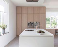 Kitchen Dinning, Home Decor Kitchen, Kitchen Interior, New Kitchen, Kitchen Island, Beautiful Kitchens, Cool Kitchens, Brooklyn Kitchen, Minimal Kitchen