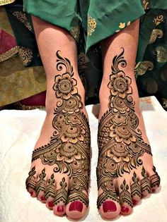 You want to get some mehndi done on your legs for an extra edge. Then you must check out 15 best mehndi designs for legs that are simple and attractive to make you feel special and different. Leg Mehendi Design, Leg Mehndi, Leg Henna, Foot Henna, Wedding Mehndi Designs, Arabic Mehndi Designs, Latest Mehndi Designs, Simple Mehndi Designs, Mehndi Designs For Hands