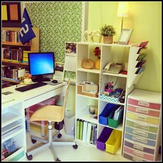 Teaching With a Mountain View: {Peek of the Week} A Peek into Sunnys & Grade Classroom - Decoration Organization Teacher Desk Areas, Teacher Desk Organization, Teacher Office, Teachers Corner, Classroom Organisation, Classroom Management, Teacher Desks, Organized Teacher Desk, Teachers Room