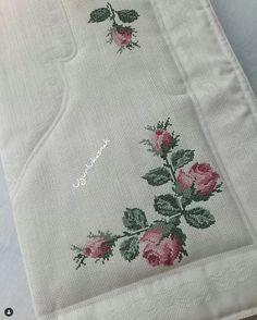 Cross Stitch Rose, Cross Stitch Borders, Cross Stitch Flowers, Cross Stitch Designs, Embroidery Fashion, Crewel Embroidery, Cross Stitch Embroidery, Crochet Bedspread, Hobbies And Crafts