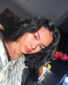 for more natural makeup inspiration 💄 Skin Makeup, Beauty Makeup, Hair Beauty, Curly Hair Styles, Natural Hair Styles, How To Pose, Flawless Skin, Selfie, Hair Inspo