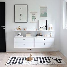Vilken dag som helst kommer det påfyllning av danska Oyoy's #bilbanematta Förbeställ din matta redan idag på NORDICDESIGNSTORE.SE #nordicdesignstore #sistachansen #bilbana #matta #barnmatta #barnrum #inreda #inredning #heminredning #instahem #danishdesign #tillbarn #tillbarnrum #svartvitahem #stilrenahem #tidlös #trendig #homestyling #snygg #webbutik #mama #familyliving #bilmatta #bil #bilar #motorsport Bild @nordicleaves