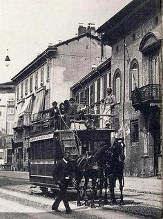Tram a Cavalli della linea Milano-Monza in corso Venezia, de paardentram. Old Images, Old Pictures, Old Photos, Vintage Photos, As Roma, Foto Poster, Or Noir, Vintage Italy, Italian Beauty