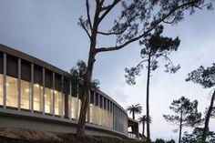 DrySuit Building / Jorge Bartolo - Arquitectura  http://www.archdaily.com/872431/edificio-drysuit-jorge-bartolo-arquitectura