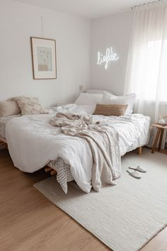 Setting up a small room is sometimes a puzzle! Do not panic, we give you some tips for a small bedroom with… Continue Reading → Room Ideas Bedroom, Cozy Bedroom, Bedroom Inspo, Bedroom Decor, Bed Room, Bedroom Furniture, Bedroom Designs, Dream Rooms, Dream Bedroom