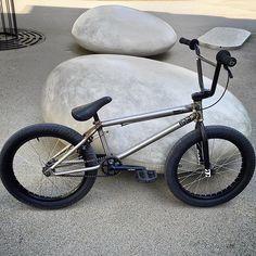 Our good friend built up a new Geo setup loaded with Flybikes parts! What do you think? Bmx Bicycle, Bmx Bikes, Cycling Bikes, Bmx Mountain Bike, Gt Bmx, Bmx Dirt, Bmx Street, Bmx Freestyle, Skate Park