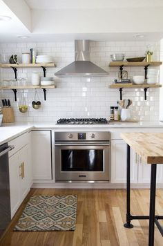 70 Admirable White Kitchen Cabinet Design Ideas - Page 10 of 70 Grey Kitchen Cabinets, Kitchen Cabinet Design, Kitchen Layout, New Kitchen, Kitchen Ideas, Kitchen Tile, Kitchen Retro, Gold Kitchen, Awesome Kitchen